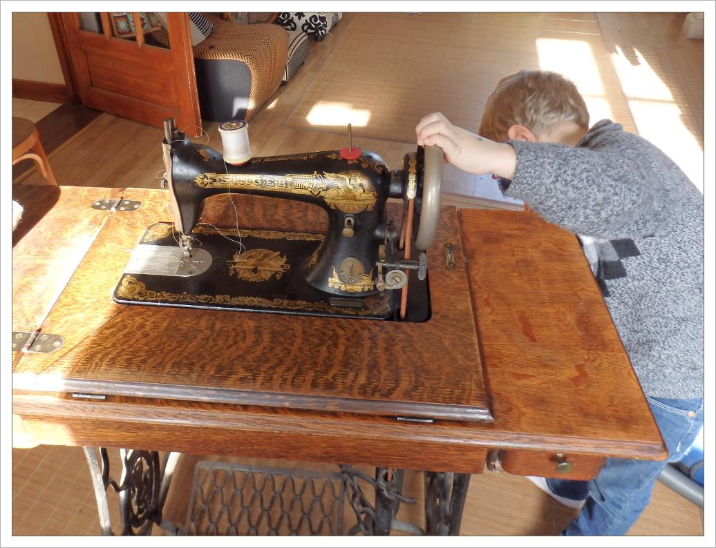 Artimom rafraichissement d une machine coudre 1905 for Machine a coudre 2015